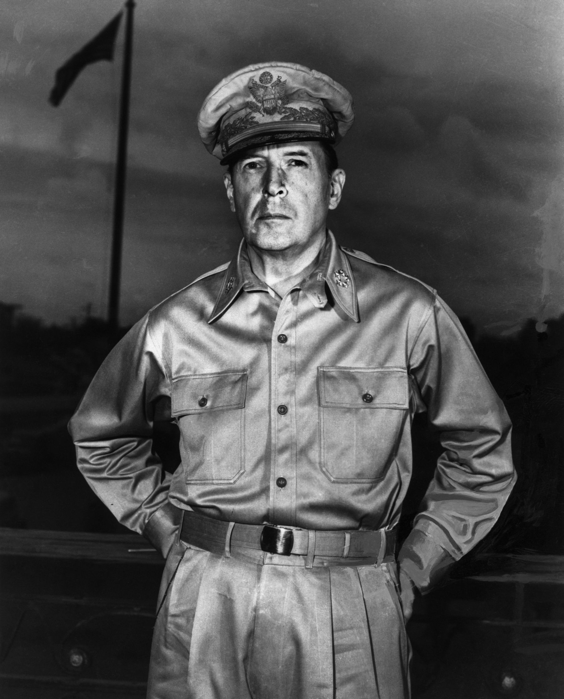 douglas mcarthur Douglas macarthur (26 january 1880 - 5 april 1964) was an american five-star general and field marshal of the philippine armyhe was chief of staff of the united states army during the 1930s and played a prominent role in the pacific theater during world war ii.