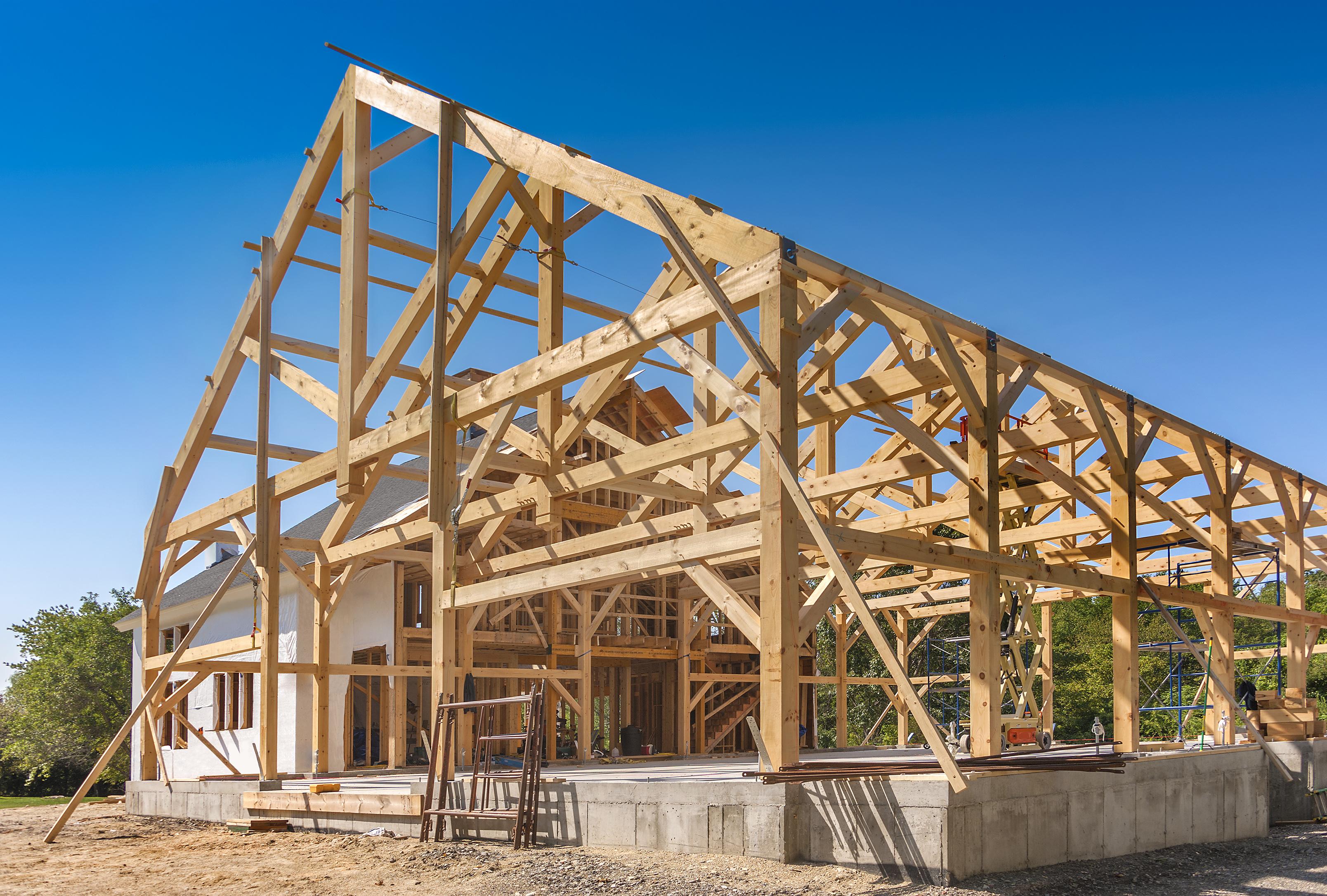 Каркасный дом из нижней и верхней обвязки, которая выполняется из бруса или круглого леса
